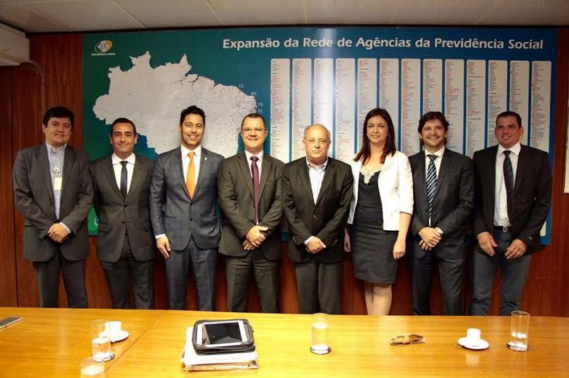Deputados André do Prado e Marcio Alvino, com o prefeito de Arujá no Ministério do Trabalho e Previdência Social