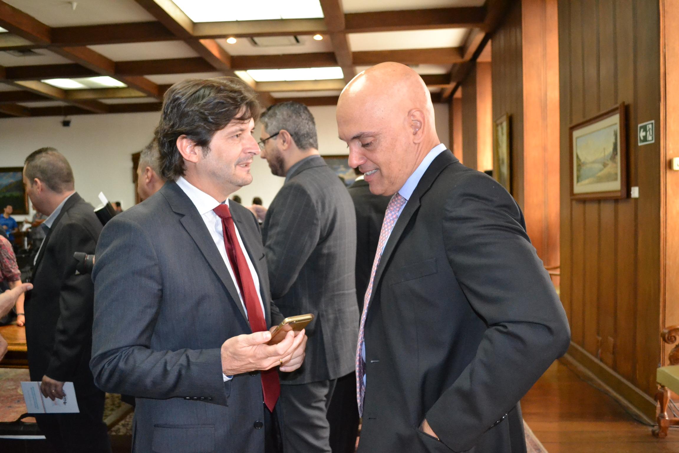 Deputado André do Prado conversa com o secretário de Segurança Pública, Alexandre de Moraes