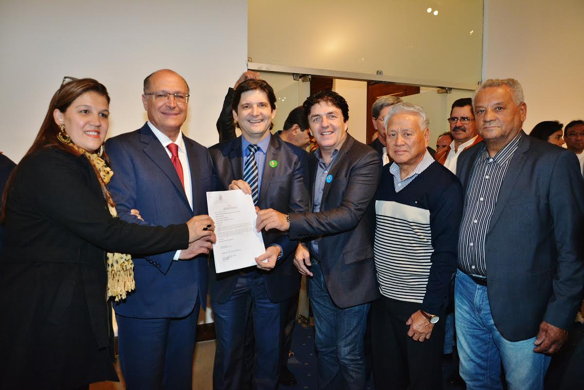 Em cerimônia realizada no Palácio dos Bandeirantes, hoje, o prefeito assinou o termo de convênio