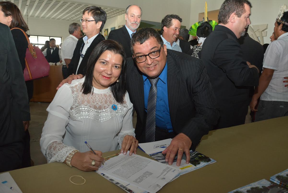 76 moradias populares serão construídas graças aos R$ 7,6 milhões oriundos do convênio assinado hoje