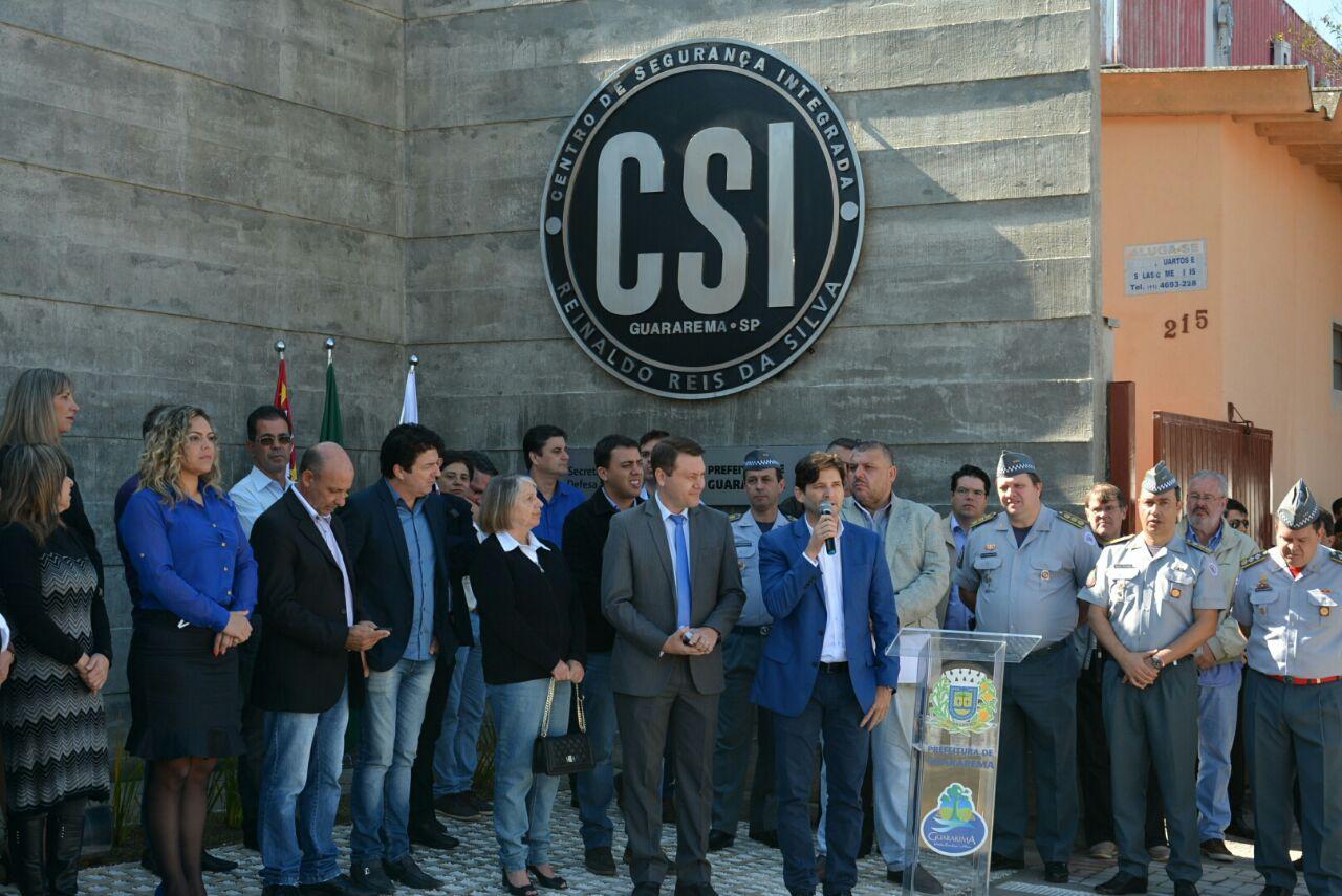 Deputado discursa na entrega do CSI em Guararema.