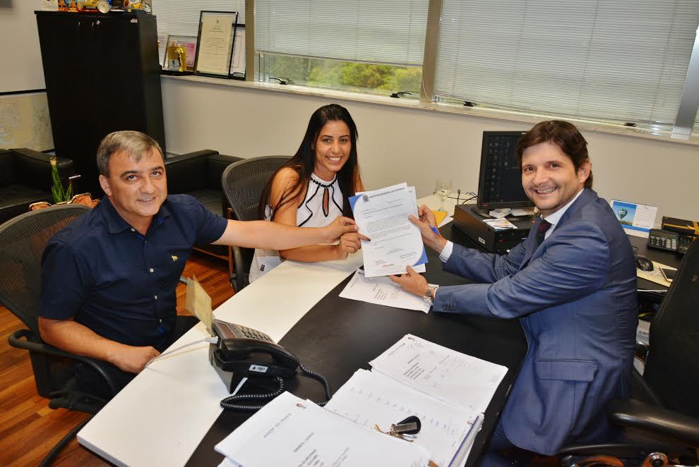 Vereadora Marcia e ex-vereador Denis solicitam investimentos ao deputado André