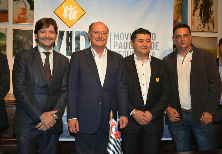 Deputado acompanha o prefeito Rodrigo Ashiuchi no Palácio dos Bandeirantes