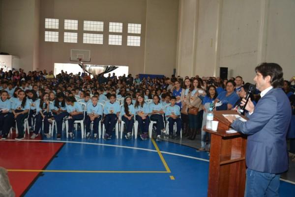Deputado André do Prado discursa durante o evento