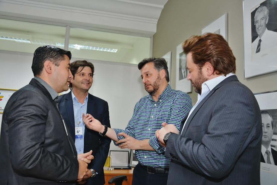 Reunião com o presidente do FDE, João Cury, o deputado André do Prado, o prefeito Rodrigo Ashiuchi, e o secretário municipal de Educação, Nazi Franciss