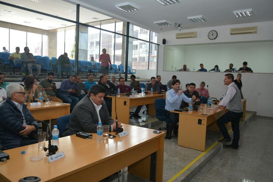 Reunião sobre o desassoreamento do Rio Tietê, na Câmara de Suzano