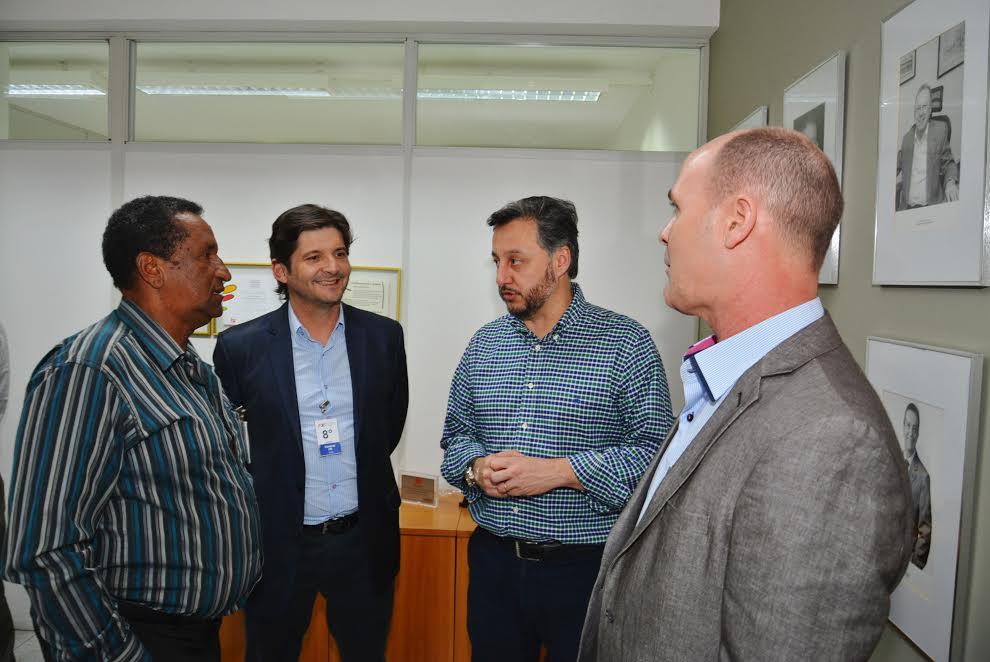 O deputado André do Prado com os vereadores: Élio Jardim e Zé Preto com o presidente do FDE, João Cury Neto