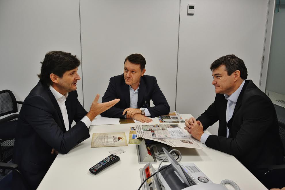 Reunião com o diretor da Vivo e o prefeito Adriano Leite