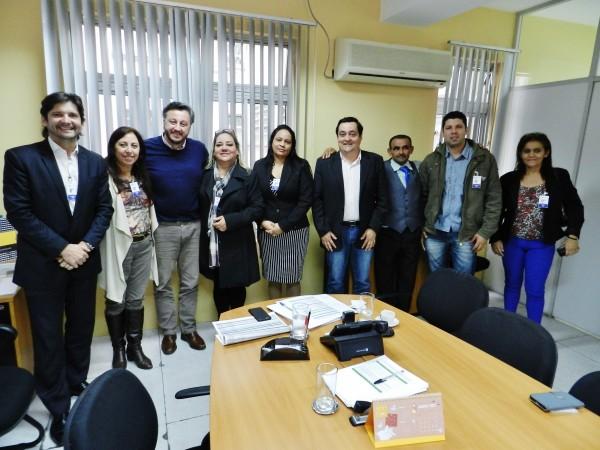 Deputado André do Prado com os vereadores e responsáveis da escola em reunião com o presidente do FDE, João Cury Neto.