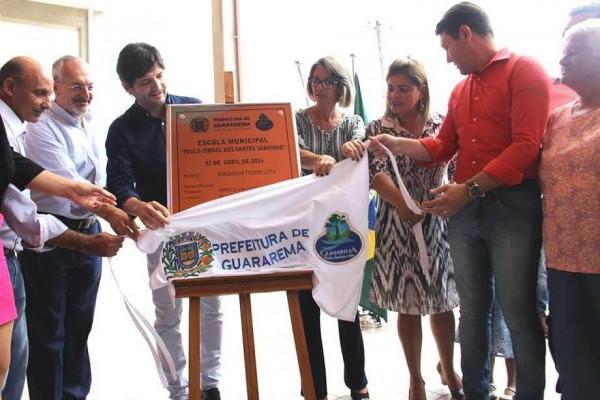 Inauguração da Escola em abril de 2016, com a presença do secretário de Estado da Educação, José Renato Nalini
