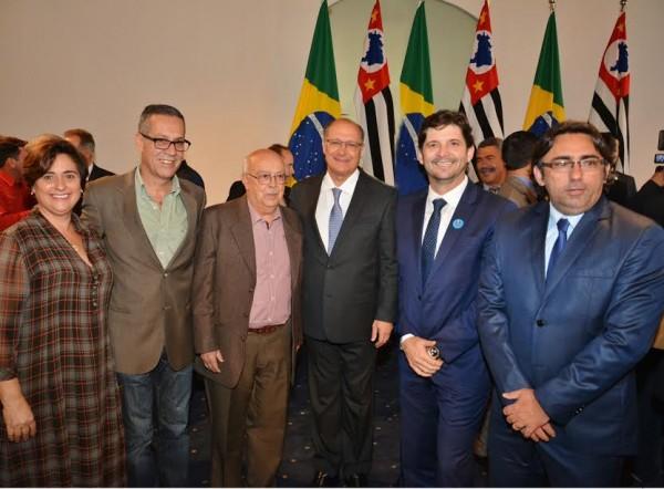 Deputado, com o provedor da Santa Casa, Austelino Matto, o vereador Farofa em solenidade com o governador