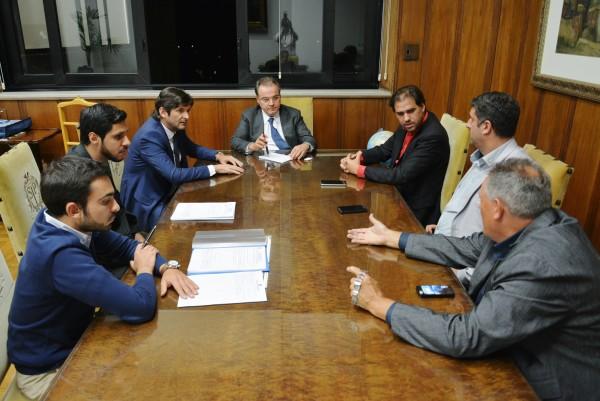 Deputado André do Prado com o prefeito Gian, o vice-prefeito Marquinhos com o secretário-chefe da Casa Civil, Samuel Moreira