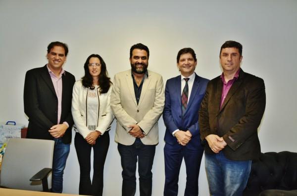 Deputado André do Prado com o prefeito Gian Lopes, o vice-prefeito Marquinhos Indaiá, com o diretor Ricardo Bocalon