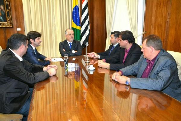 Deputado com o vice-governador, Márcio França, com os prefeitos: Rodrigo Ashiuchi e Gian Lopes tratam da implantação de polos da Univesp