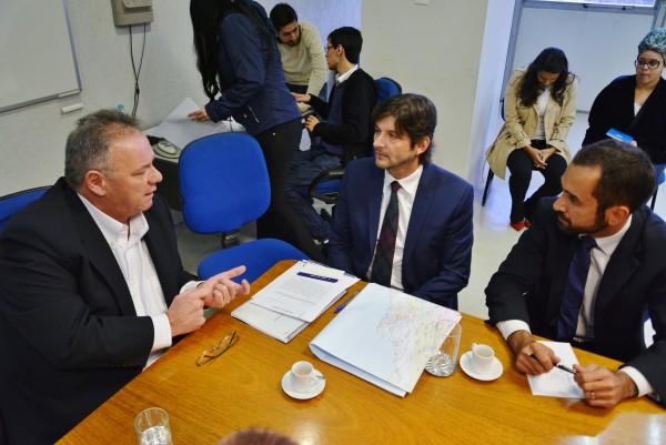 Reunião com o prefeito Júnior e  o deputado André do Prado com o superintendente do DER, Ricardo Volpi