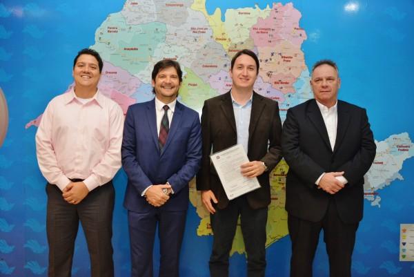 Reunião entre o deputado André do Prado com o secretário de Mobilidade de Jacareí, Edinho Guedes, com o superintendente do DER, Ricardo Volpi