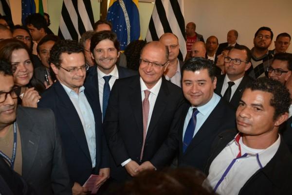 Deputado André do Prado, com o prefeito de Suzano, Rodrigo Ashiuchi, no evento com o governador Geraldo Alckmin