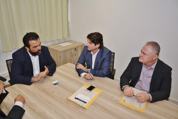 Deputado André do Prado com o diretor da Univesp, Ricardo Bocalon, e o prefeito de Vargem Grande Paulista, Josué Ramos