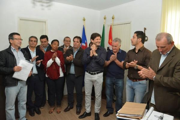 Deputado André do Prado com autoridades de Juquitiba e o deputado federal Marcio Alvino