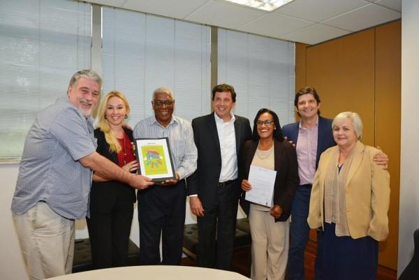 Reunião com o secretário de Desenvolvimento Social, Floriano Pesaro, o deputado André do Prado e os representantes da Associação de Bertioga
