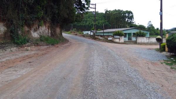 Governo do Estado conclui melhorias na Estrada do Serrote, após pedido do deputado André do Prado
