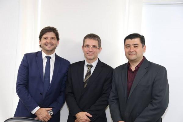 Deputado André com o prefeito Rodrigo Ashiuchi com o diretor presidente da Artesp