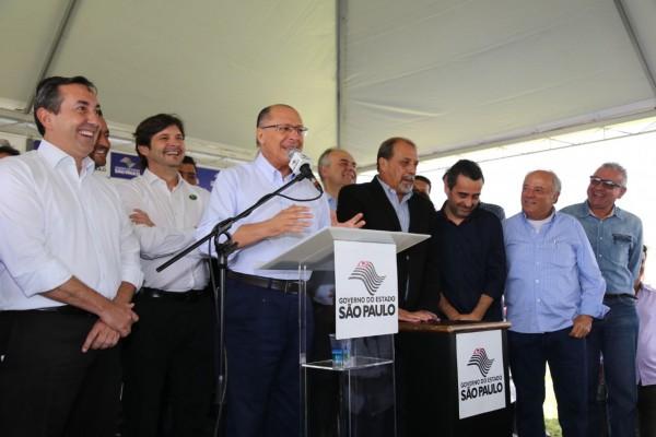 Deputado André do Prado acompanha o governador Geraldo Alckmin no início das obras na Mogi-Dutra