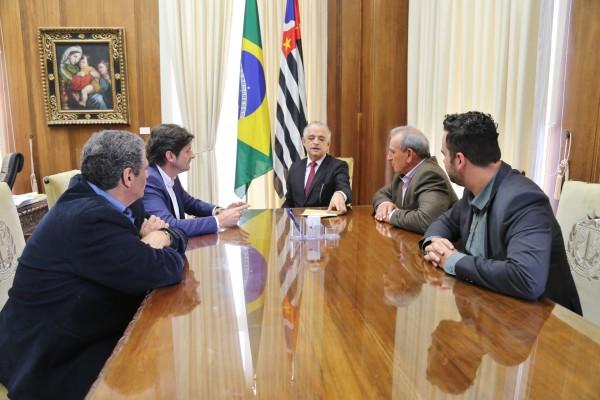 Audiência com vice-governador Márcio França ocorreu no Palácio dos Bandeirantes; deputado André do Prado apresentou solicitação de Juquitiba para abertura de um polo da Univesp