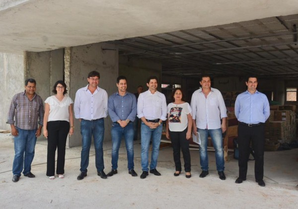 Deputados André do Prado e Marcio Alvino acompanham obras da agência da Previdência Social de Santa Isabel