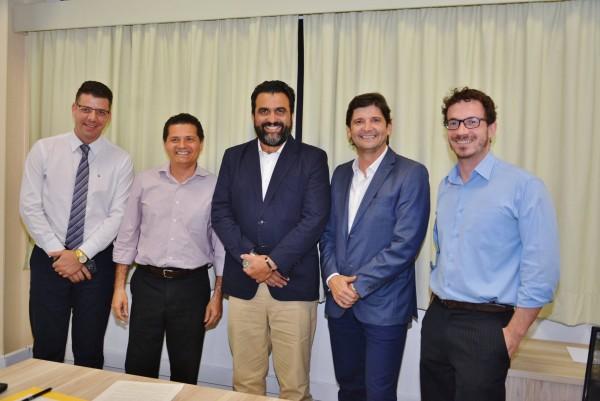 Deputado André do Prado, diretor da Univesp, Ricardo Bocalon, e prefeito Izaias Santana, de Jacareí, tratam de implantação do polo da instituição na cidade