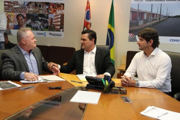 Deputado André do Prado e prefeito Josué Ramos tratam de regularização fundiária com Eugênio Zuliani, secretário executivo do programa Cidade Legal