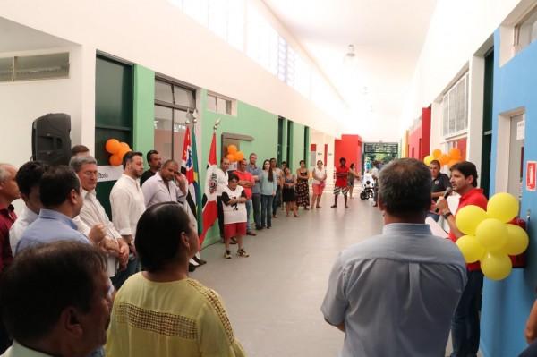 Deputado André do Prado discursa durante a inauguração da creche.