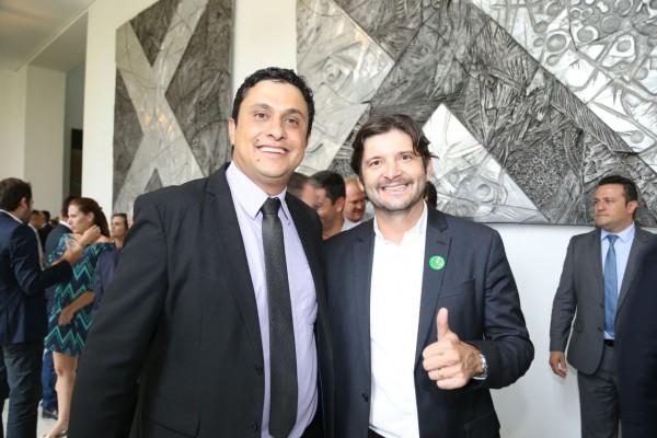 Deputado André do Prado e prefeito Fred depois de solenidade no Palácio dos Bandeirantes