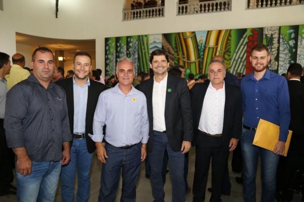 Deputado André do Prado com comitiva de Lagoinha em manhã de liberação de recursos para a cidade do Vale do Paraíba