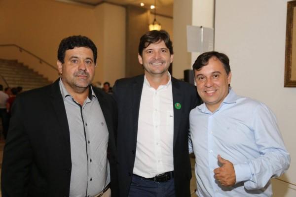 Deputado André do Prado, vereador Otávio Aires e Alexandre Larini acompanharam assinatura de convênio de Paranapanema