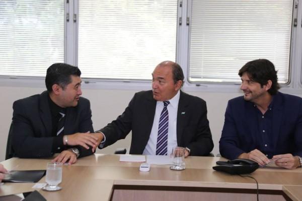 Marginal do Una foi tema de reunião com participações do deputado André do Prado e prefeito Rodrigo Ashiuchi