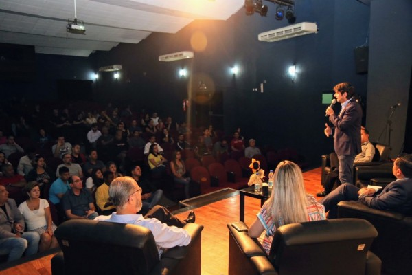 Em inauguração do polo da Univesp Suzano, deputado André do Prado discursa para alunos e autoridades