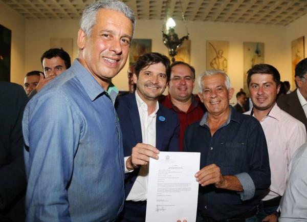 Deputado André do Prado e comitiva de Cunha participam de solenidade no Palácio dos Bandeirantes para assinatura de convênio