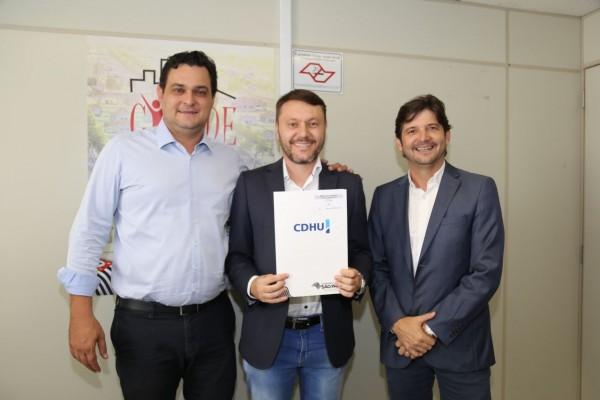 Deputado André do Prado e prefeito de Guararema, Adriano Leite, participaram de audiência com o coordenador do programa Cidade Legal, Eugênio Zuliani
