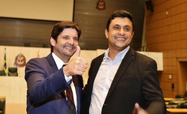 Deputado André do Prado e prefeito de Itaoca, Fred Dias, após votação do MIT, no plenário da Alesp