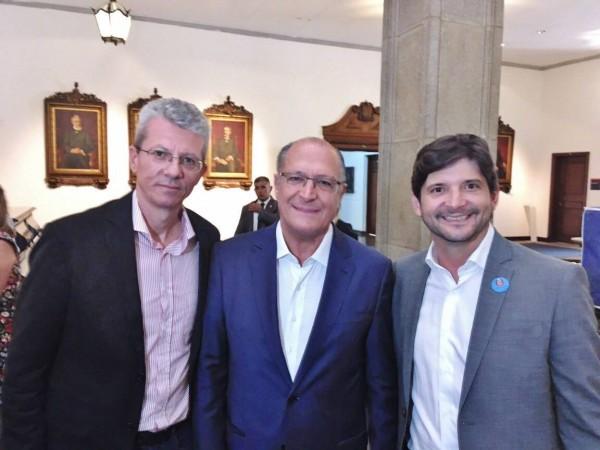 Deputado André do Prado, governador Geraldo Alckmin e prefeito Paulo Barufi falam sobre implantação do Bom Prato em Suzano