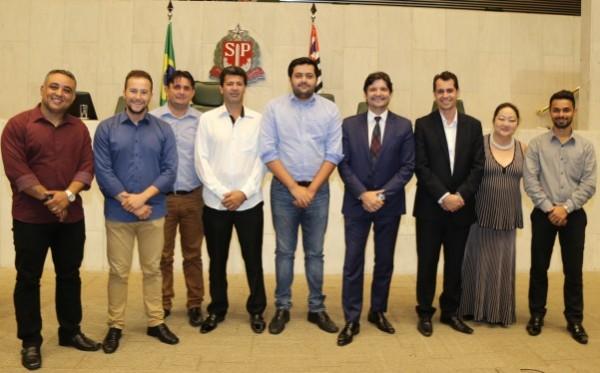 Deputado André do Prado e comitiva de Miracatu após aprovação do projeto do MIT para a cidade