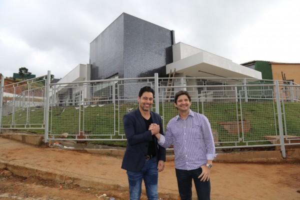 Deputados André do Prado e Marcio Alvino em visita por Santa Isabel