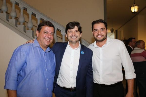 No Palácio dos Bandeirantes, deputado André do Prado encontrou o secretário municipal de Saúde de Santa Isabel, Clebão do Posto, e o ex-vereador, Silvio Adriano
