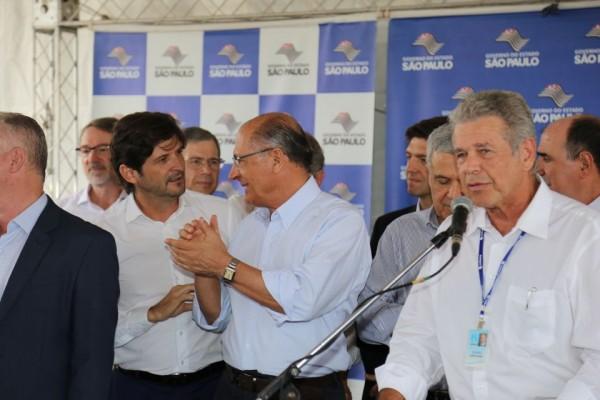 Deputado André do Prado e governador Geraldo Alckmin conversam sobre obras da Sabesp em Vargem Grande Paulista