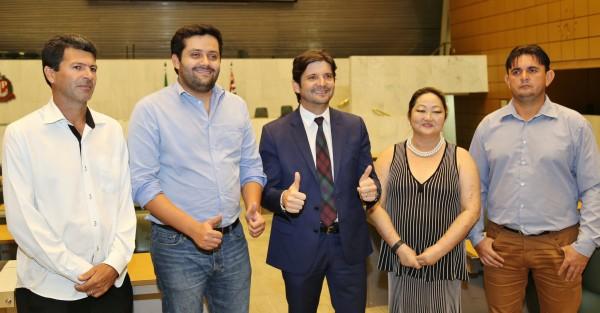 Vereadores de Miracatu ao lado do deputado André do Prado após aprovação do MIT