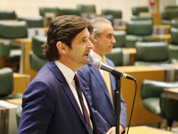 Deputado discursa em sessão de votação do projeto que tornou Jacareí MIT