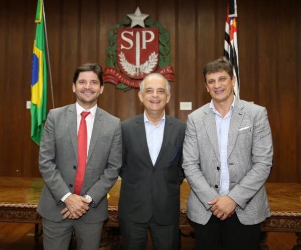 Deputado André do Prado e prefeito Dr. Isael Domingues em reunião com governador Márcio França
