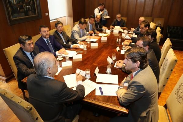 Deputado André do Prado, governador Márcio França e prefeitos conversam sobre investimentos nos municípios