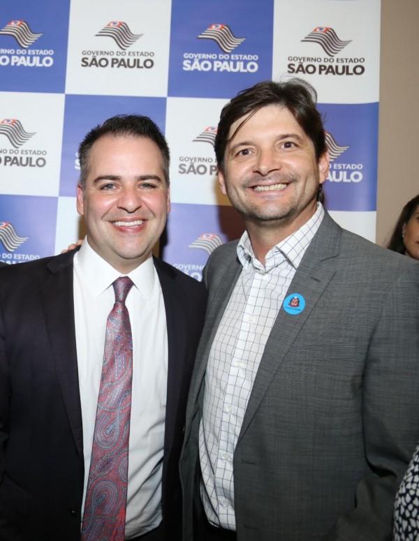 Deputado com o secretário de Desenvolvimento Social, Gilberto Nascimento Júnior.